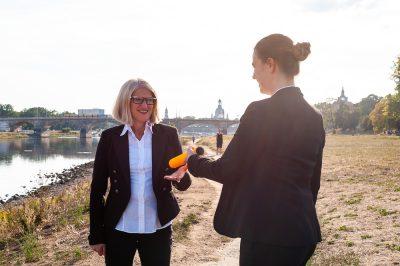 Sabine Ronsdorf mit Mitarbeiter